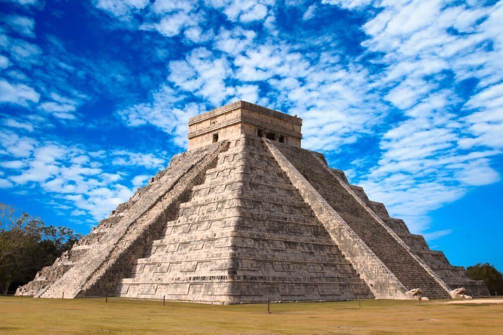 Mexico - Mayan pyramid in Chichen-Itza